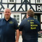 CIMG9822 - links DKS-Vize Friedhelm Ruby, rechts DKS-Vors. Thorsten Görg mit Festmotto-T-Shirt - Kopie